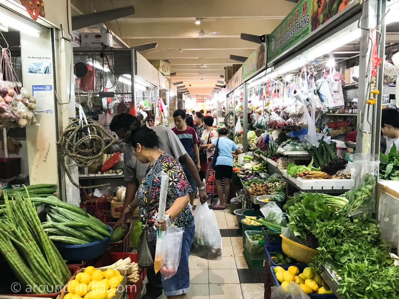 シンガポールのインド人街の市場、モリンガ、ドラムスティック、カレーリーフ
