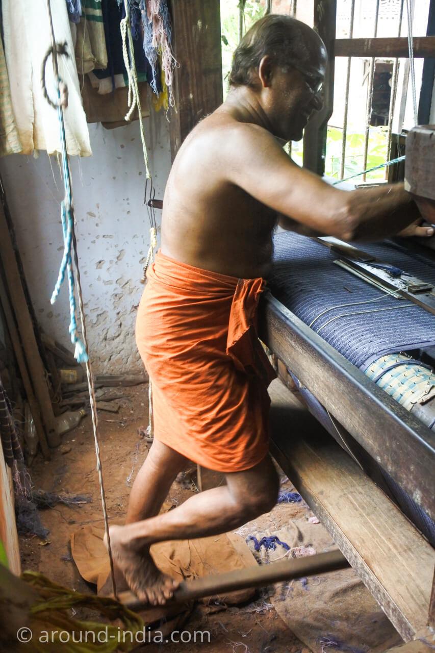 ケララの織物工房 立ち織り