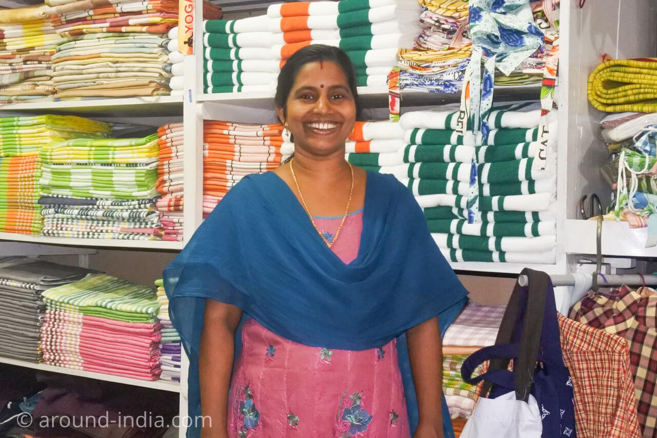 ケララの織物工房 併設ショップ インド国旗タオル