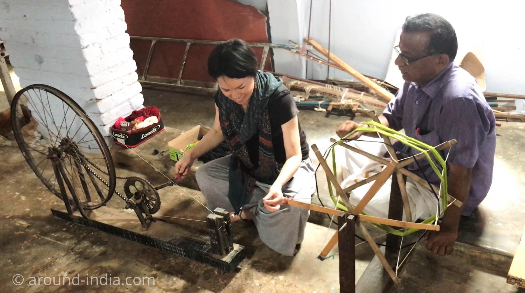 ケララ州パラッカドの織物工房 糸にチャレンジさせていただくAROUND INDIA田村ゆみ