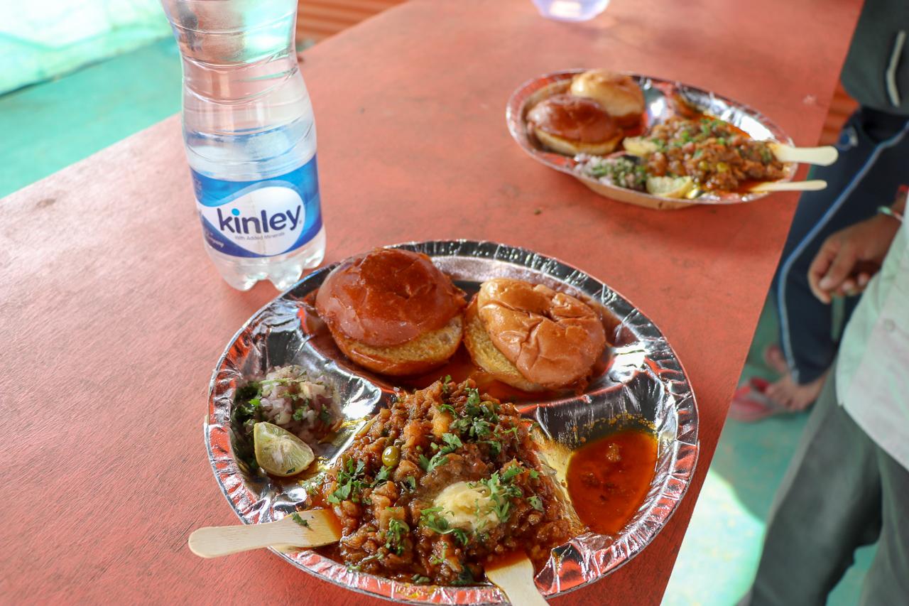 インドのお祭りクンブメーラ kumbhmela のパオバジ