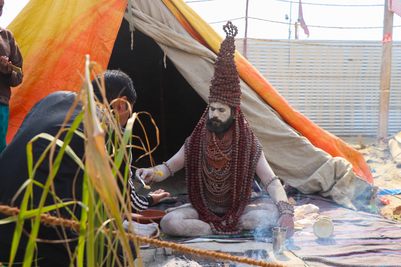 インドのお祭 クンブメーラ 裸のサドゥ naga sadhu ルドラクシャ