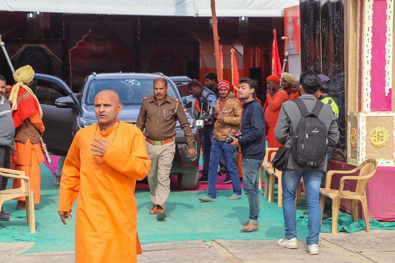 インドのお祭 クンブメーラ 聖者とセキュリティ
