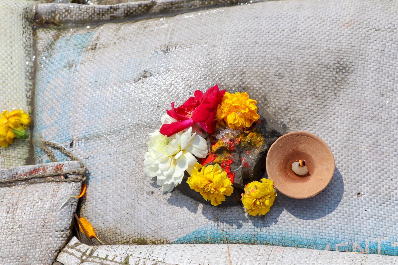インドのお祭 クンブメーラ お供え物