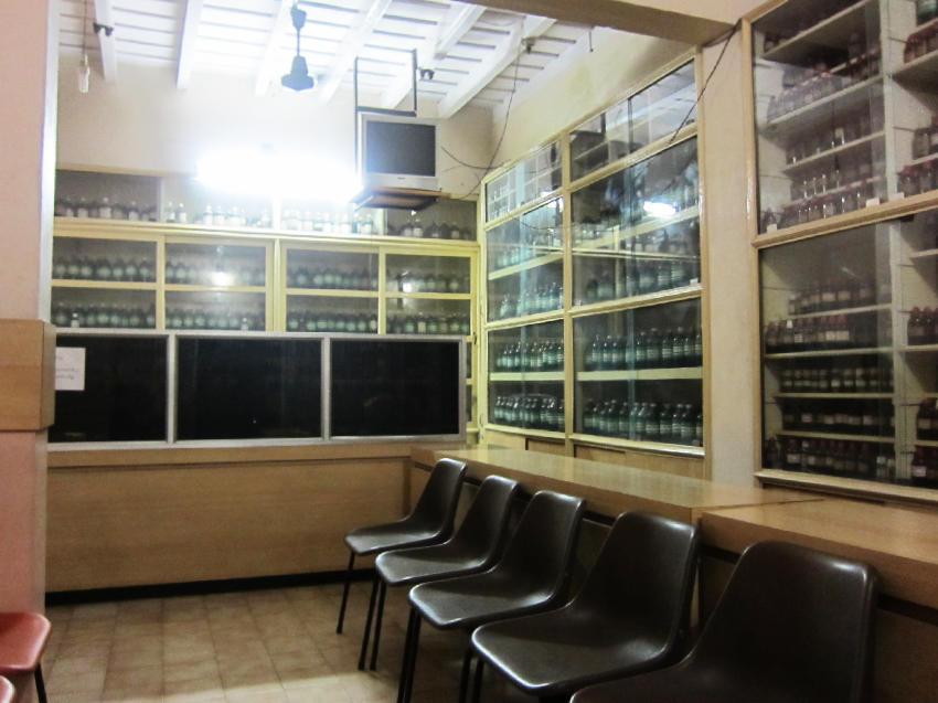 カヌールのホメオパシー診療所 薬局