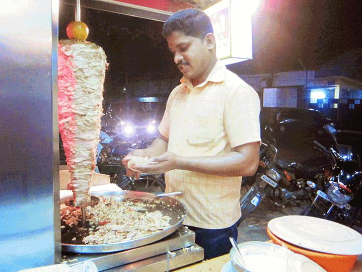 インドでカレーに疲れたら、シャワルマを食べてみよう