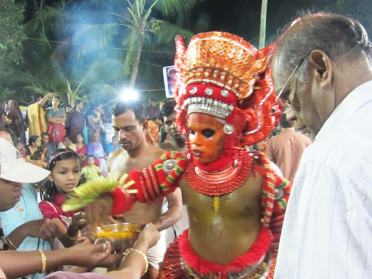 南インド・ケララ州カヌールのお祭テイヤム Theyyam