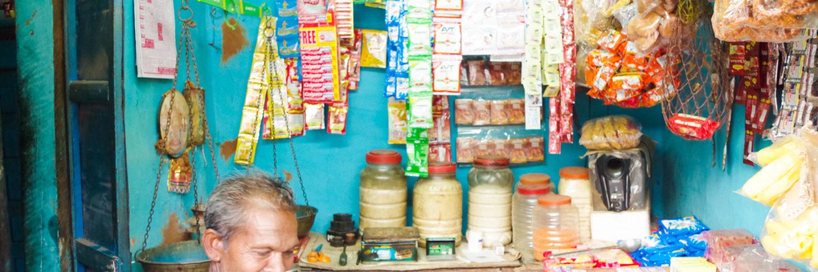オリッサ州の少数部族の村にある商店