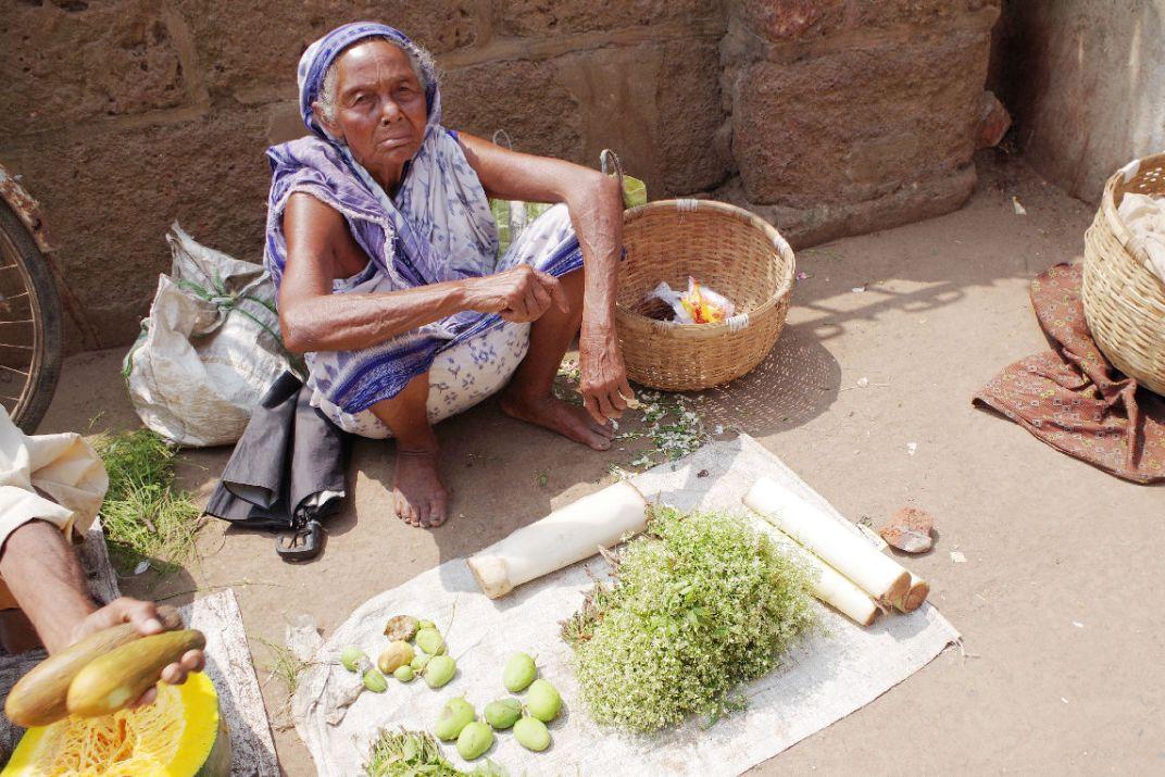 東インド・プーリの市場で食用に売っていたニームの花