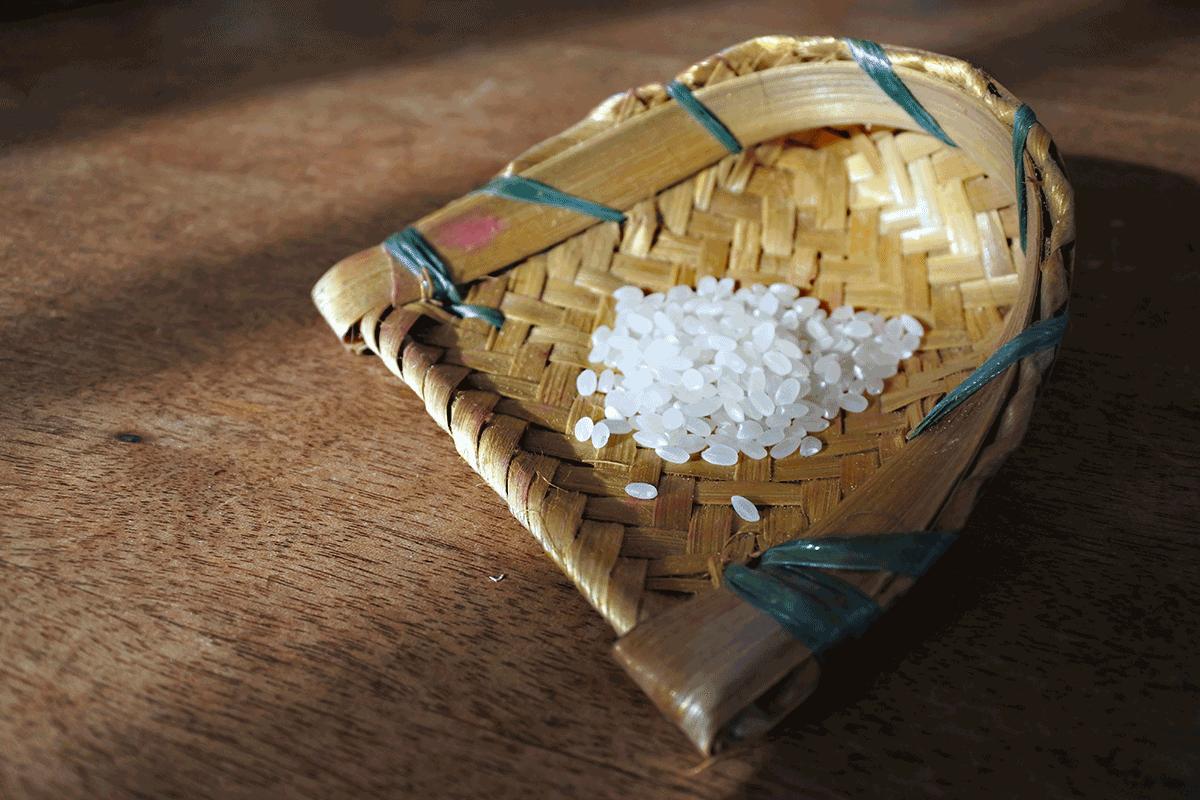 お米を選別するカゴ
