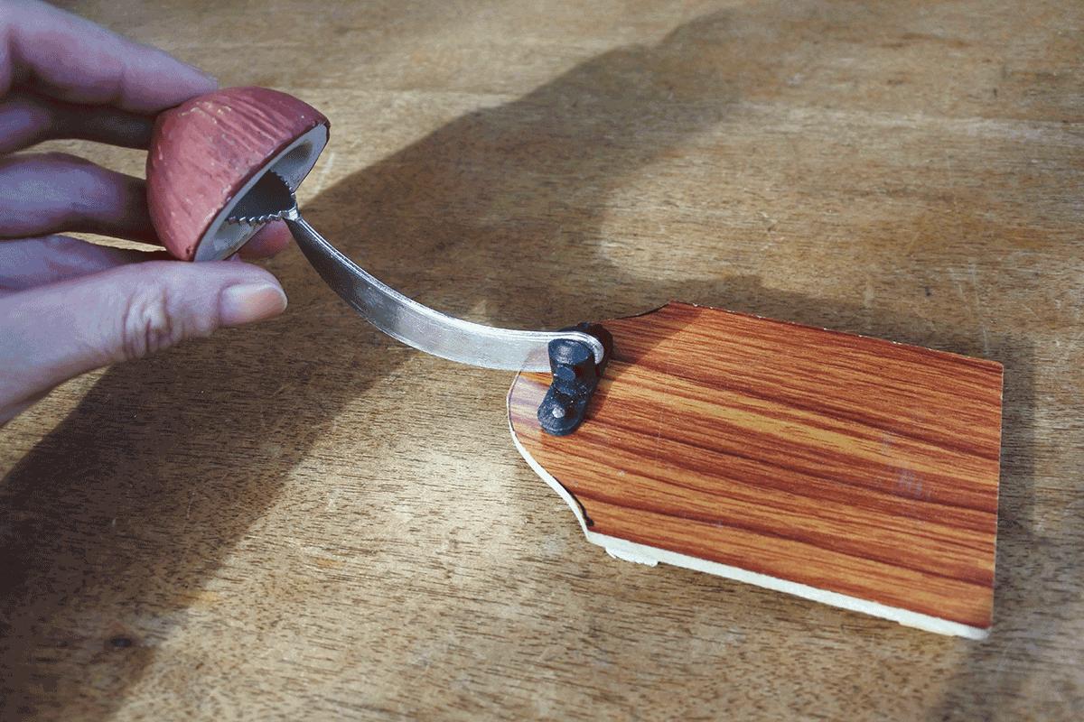 ココナッツ削り機 削る時のイメージ