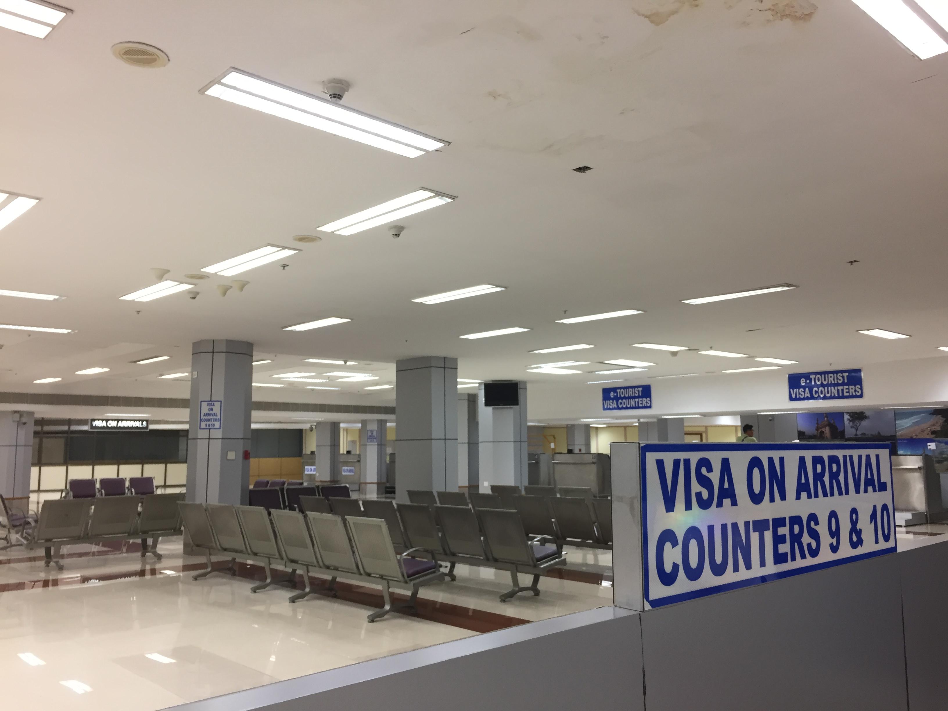 チェンナイ空港の入国カウンター