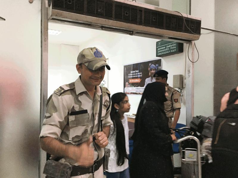 チェンナイ空港職員さんやセキュリティの人たち