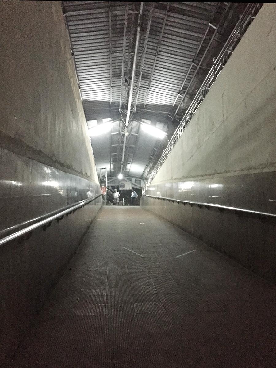 Tirusulam駅構内のスロープ