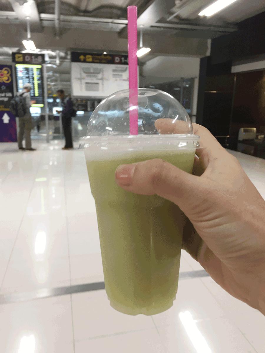 バンコク空港のグアバジュース