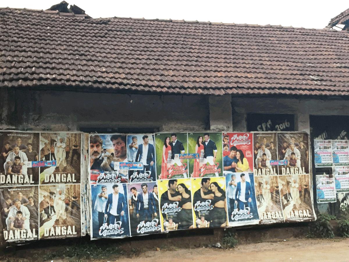壁に貼られたDANGALのポスター