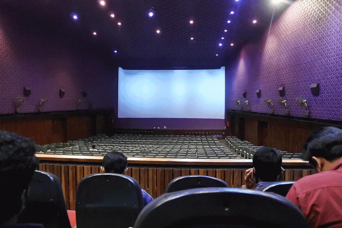 南インドの映画館の座席、高い席が人気