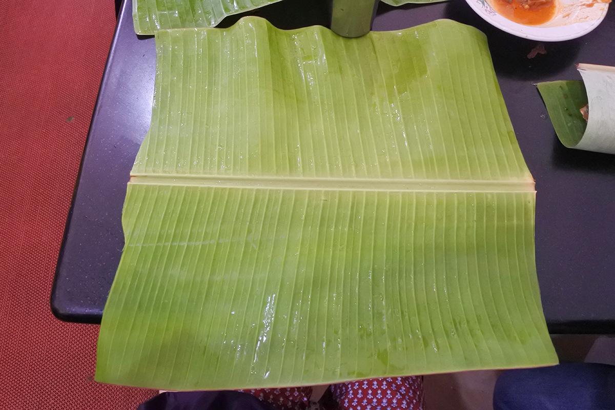 南インドのミールス。バナナの葉っぱ。