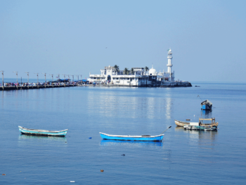 アラビア海に浮かぶハジアリ