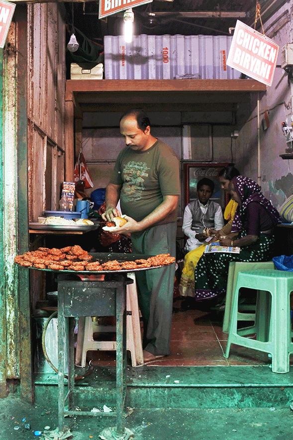 チキンビリヤニ推しの食堂