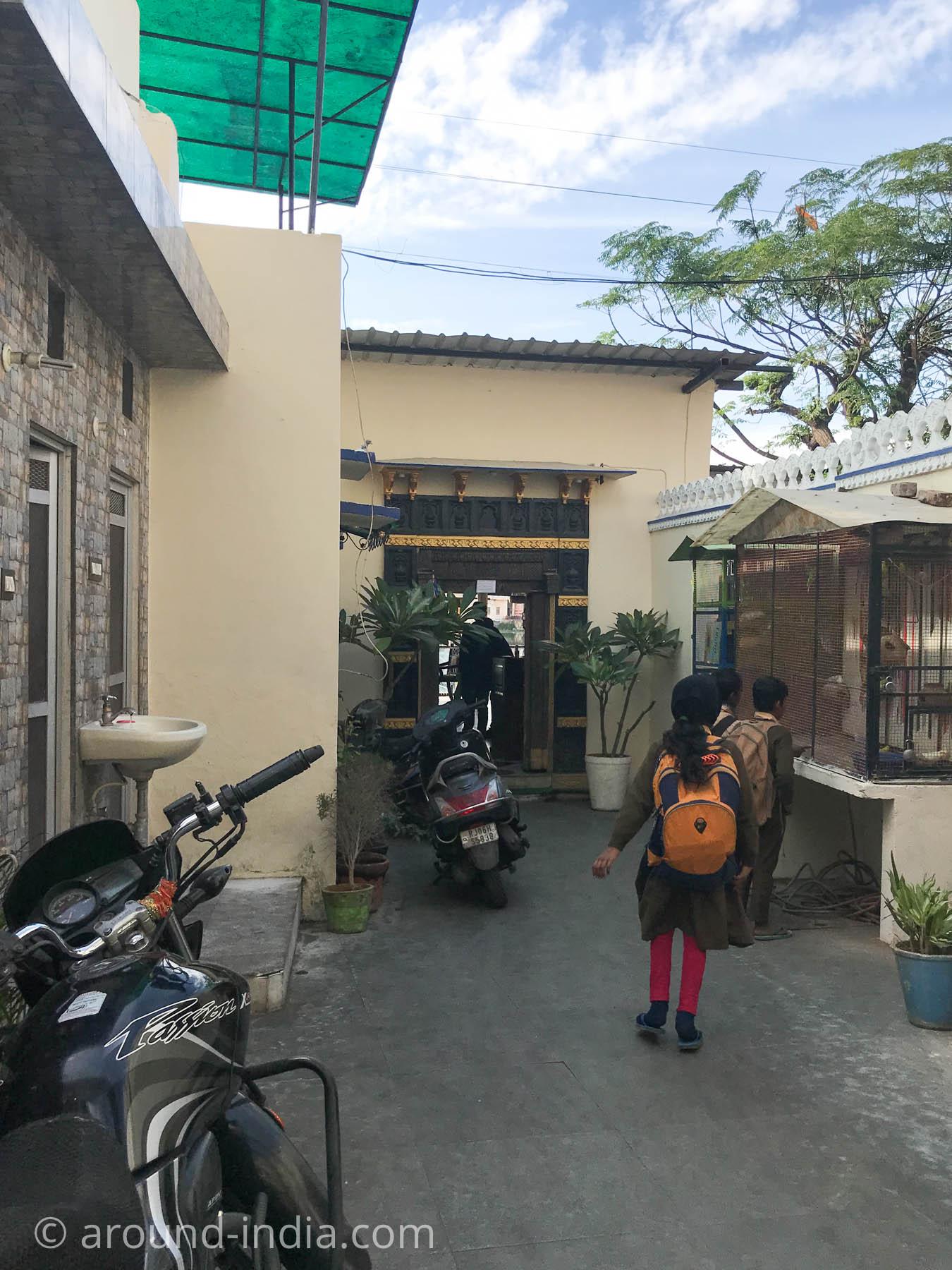 ウダイプルのノンベジレストランAl Rehmaniyaの入り口