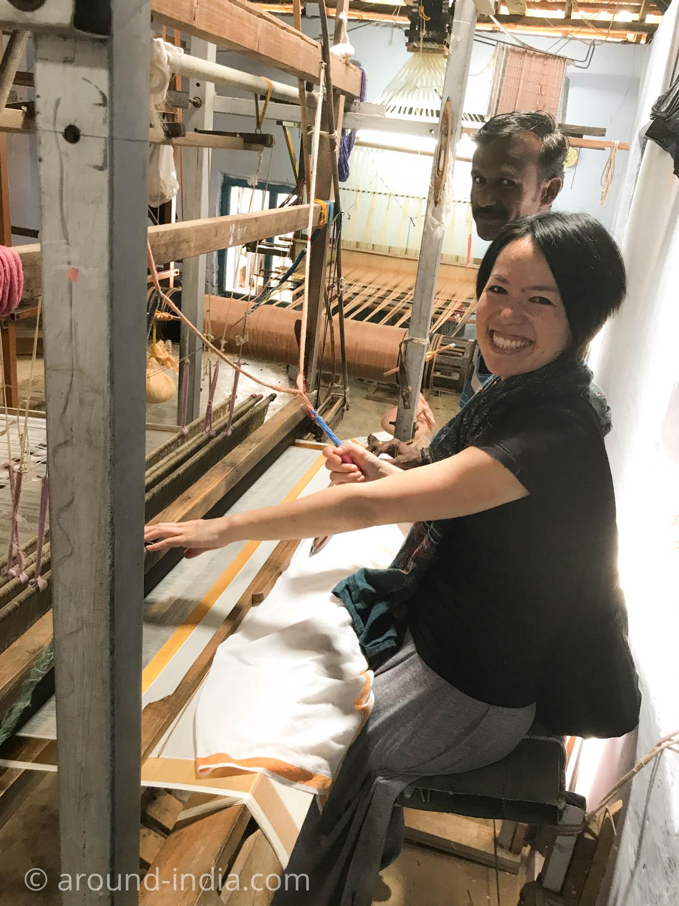 ケララ州パラッカドの織物工房でケララサリーを織るAROUND INDIA田村ゆみ