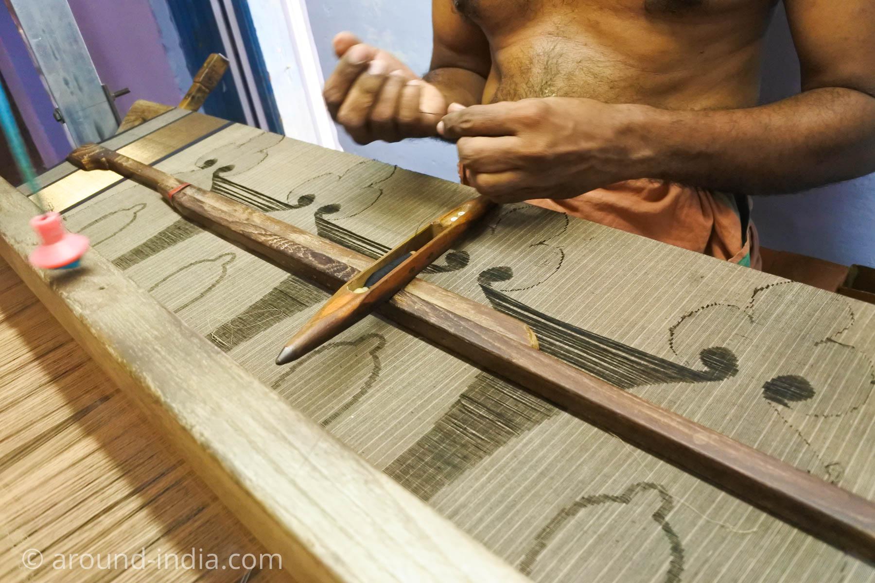 ケララ州パラッカドの織物工房 編み出された柄