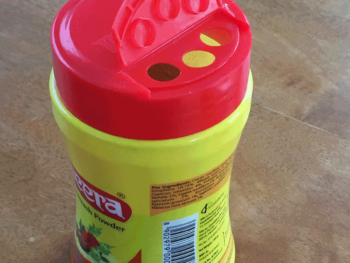 ハーブ粉シャンプーミーラの容器