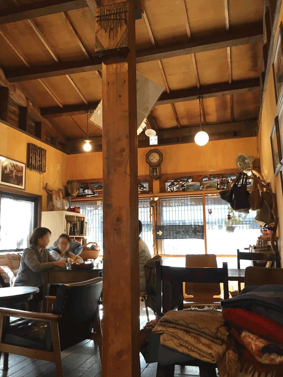 横浜の旅カフェPOINT WEATHER店内