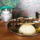 鎌倉バワンのカレー3種盛りと、水の入ったインドヤカン
