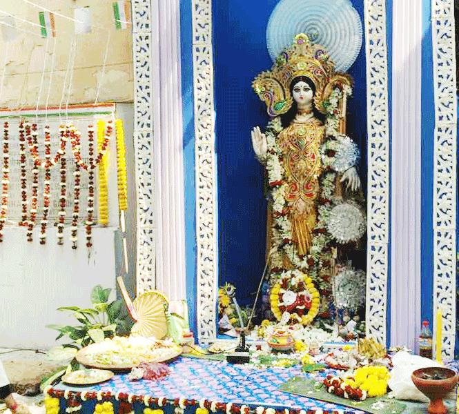 町中のサラスワティ Saraswati