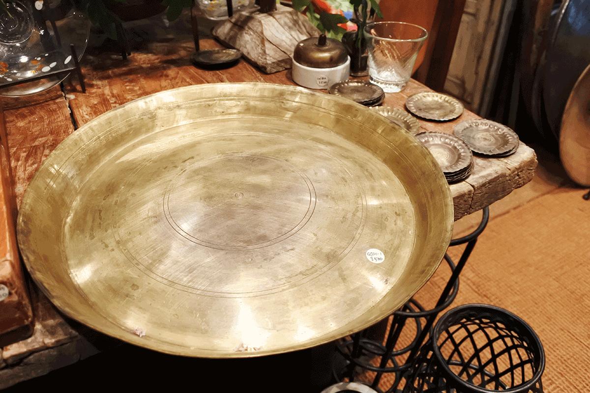 グランピエ、インドの真鍮のターリ皿