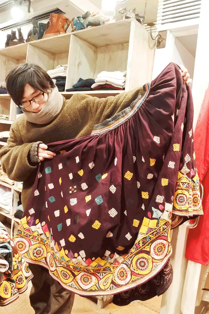 グランピエ、刺繍が見事なスカート