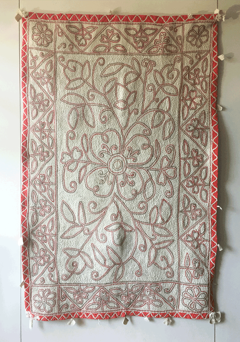 岩立フォークテキスタイルミュージアムのカンタ遠景、イスラムの抽象柄