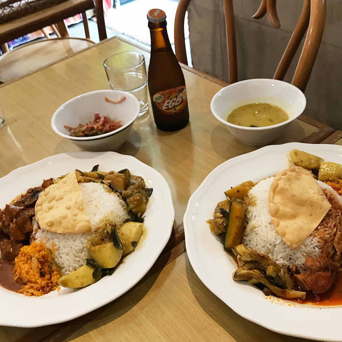 スリランカ料理KING LIONのランチプレート鶏・豚