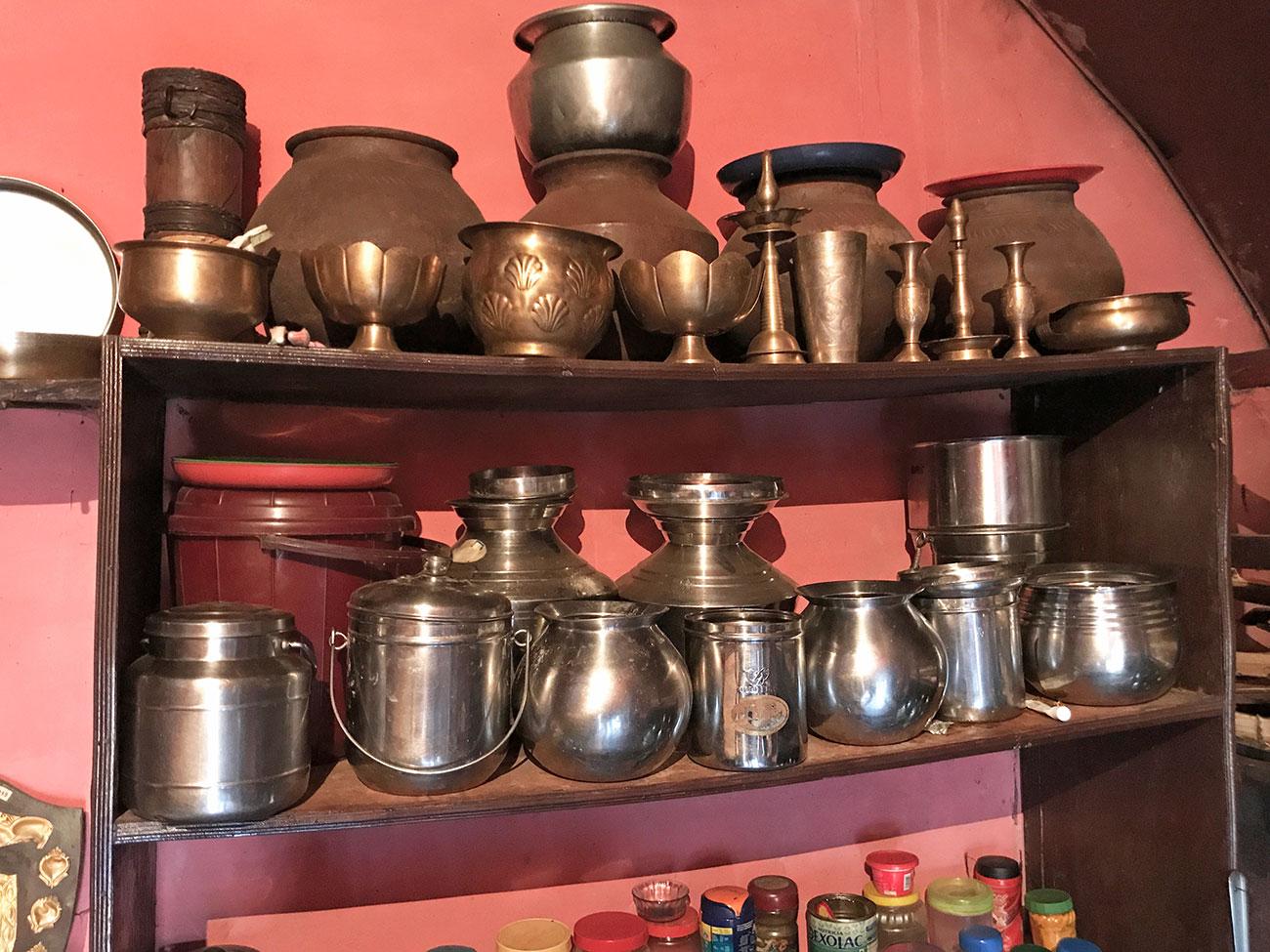 トダ族の一般家庭、磨き込まれた調理器具