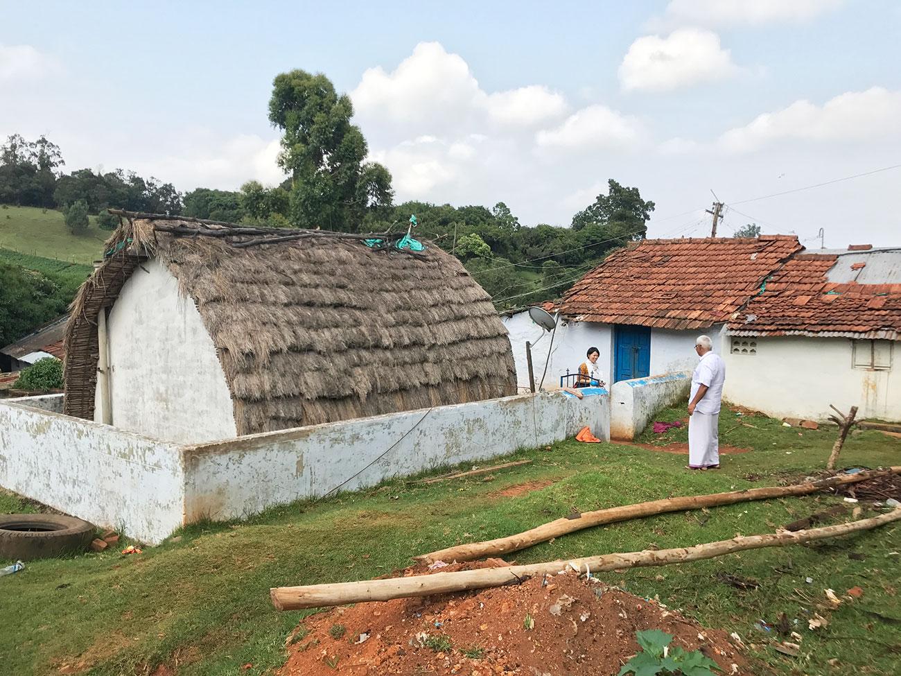 トダ族の一般家庭、遠景