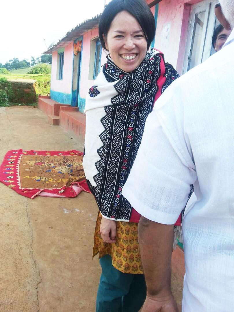 トダ族の伝統衣装をまとうAROUND INDIA田村ゆみ
