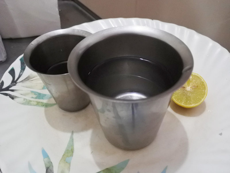 スネハパナ、薬用ギーとレモンとお湯