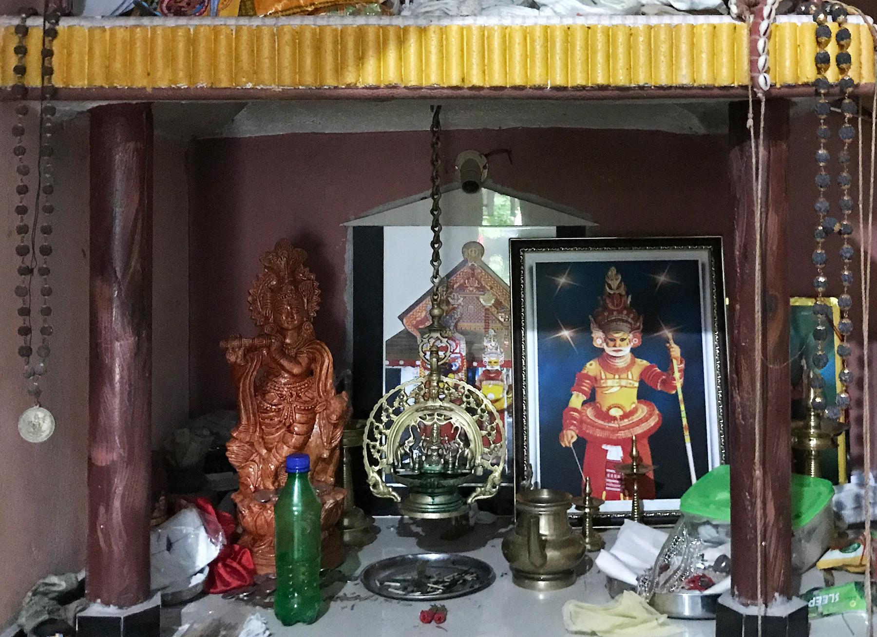 テイヤムを演じる一家の祭壇。ケララ州