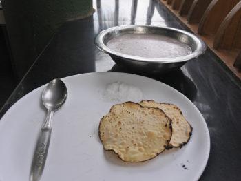 PVAアーユルヴェーダ病院の食事。お粥カンニ・ライススープ