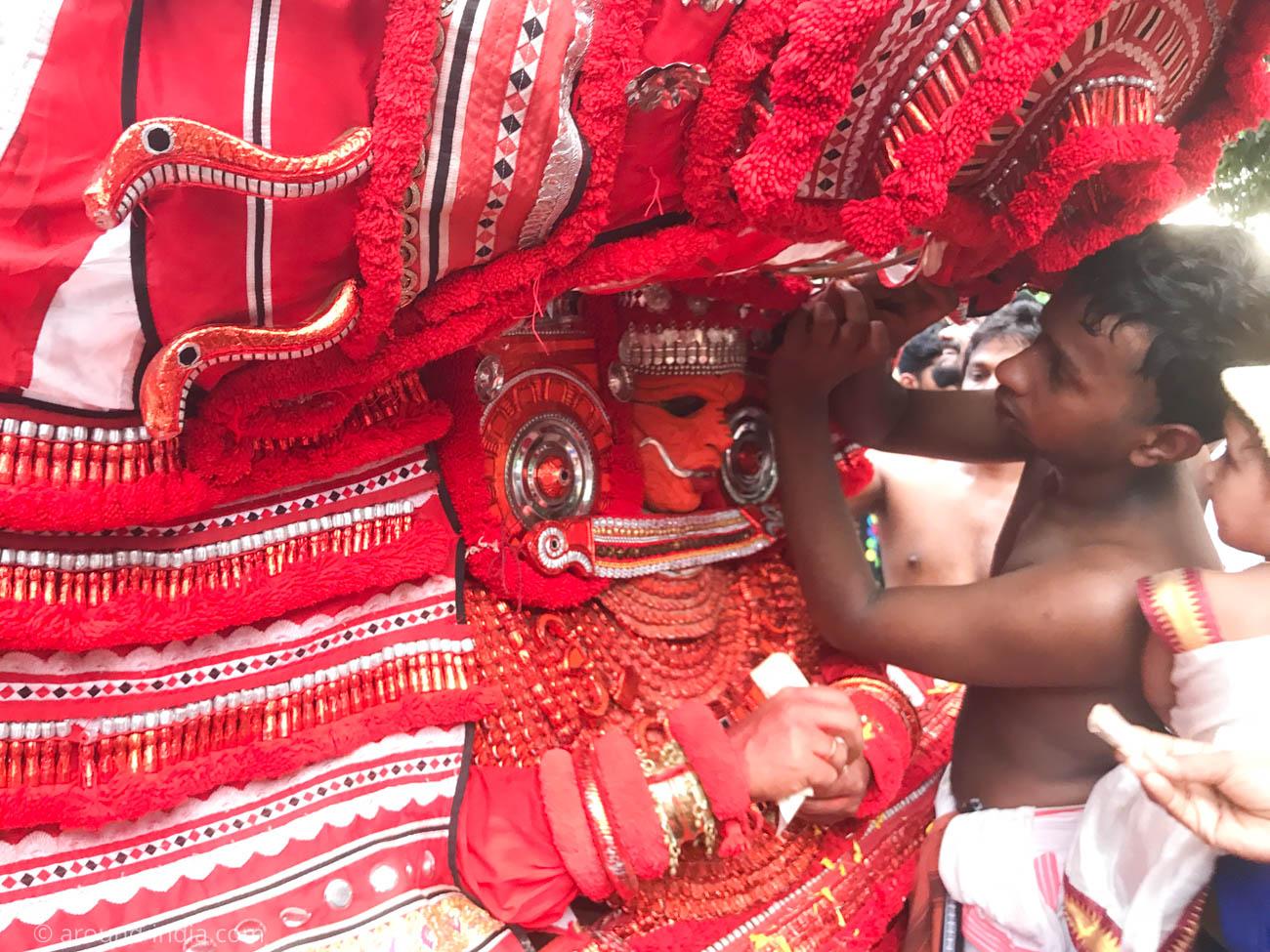 インド・ケララのお祭テイヤム