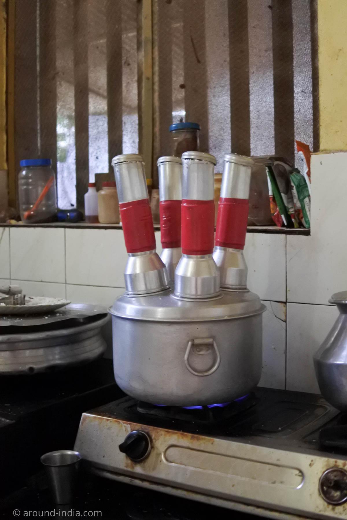 プットゥーを一気に4本作れる蒸し器。