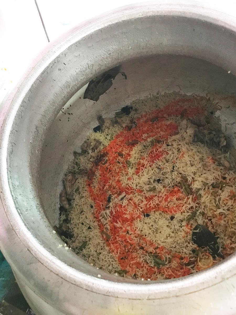 ウッタルカンドのお肉屋さんのビリヤニ鍋の中