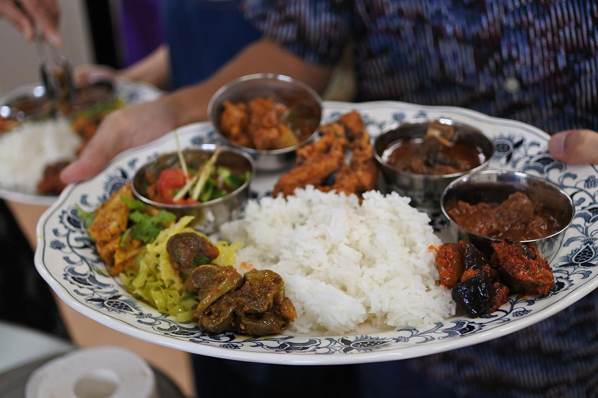 印度料理研究会 人それぞれの盛り付け美しい