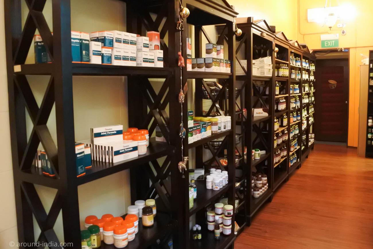 シンガポールのアーユルヴェーダ施設 Om Vedic Hertage center 薬品棚