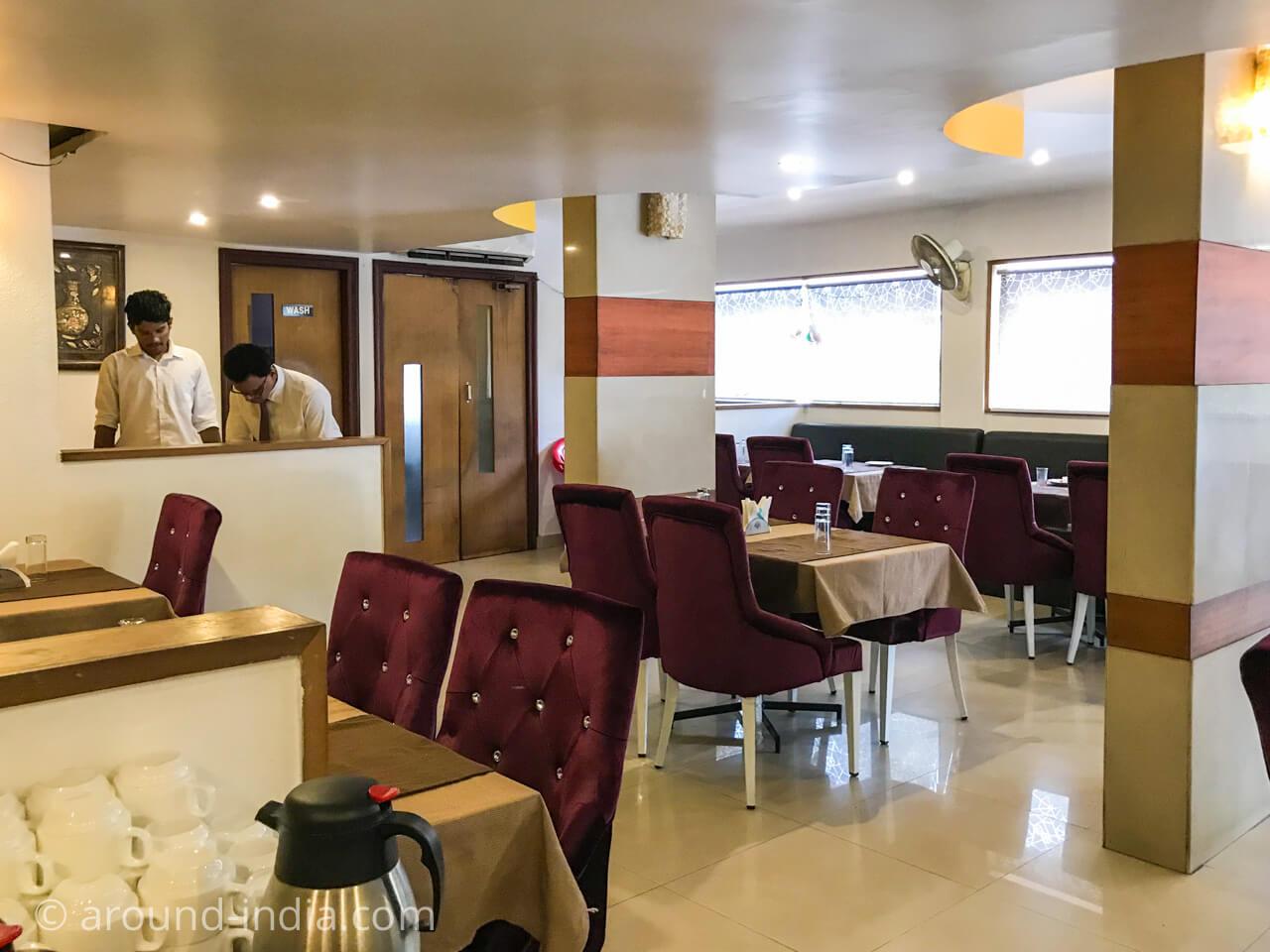 カヌールのホテルGreen park residencyのレストラン