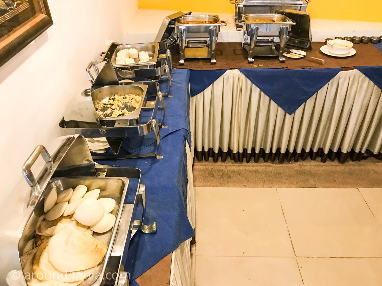 カヌールのホテルGreen park residencyの朝食ブッフェ