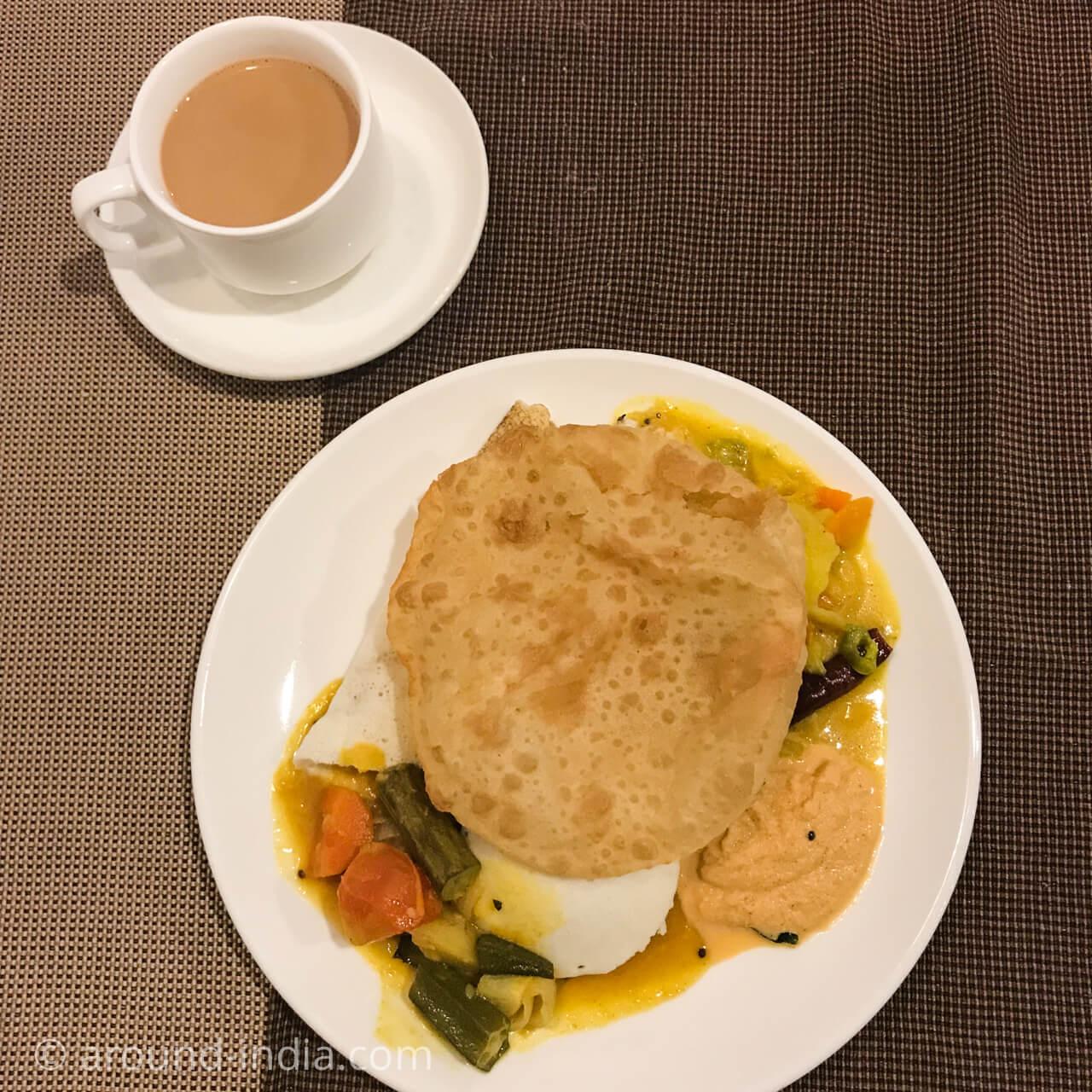 カヌールのホテルGreen park residencyの朝食プーリ