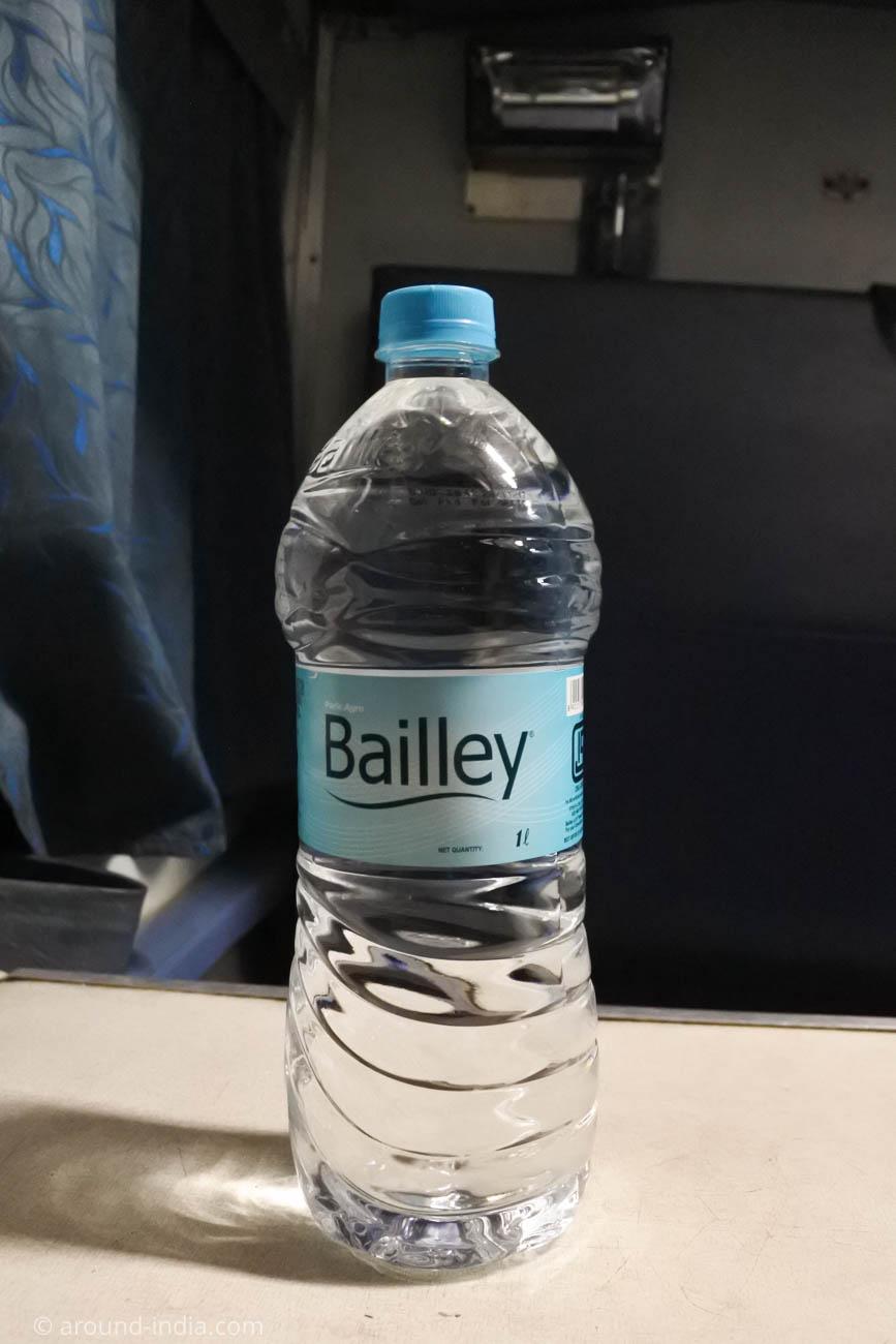 マンガロール駅で買った水